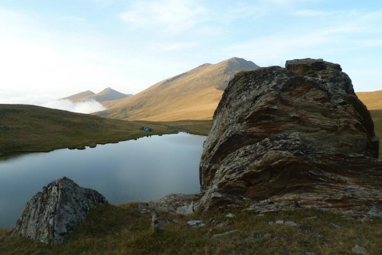 Озеро у перевала. Место шестой ночевки.