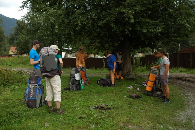 1 день. Складываем продукты в рюкзаки в Теберде.